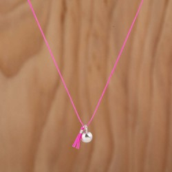 Collier boule et mini pompon rose flashy