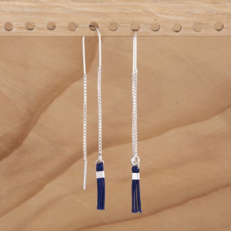 Boucle d'oreille longue symétrique avec mini pompon bleu marine